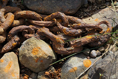Rusted chains along the Ottawa River in Gatineau, Quebec (Ullysses) Tags: rust rusted ottawariver rivièredesoutaouais gatineau quebec canada summer été chains rouillé
