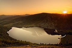 Sunset over Guinness Estate Lough Tay (Kevin_Barrett_) Tags: ireland wicklow sunset scenic scenery serene sky lake loughtay guinness dramatic
