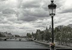 Cadenas (mala_wi) Tags: paris bnw noiretblanc blackandwhite monochrome pontdesarts streetphotography streetphotographer photosderue