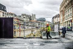 Les blessures de la ville (Jean-Marie Lison) Tags: x100t bruxelles chantier barrière clôture trou hdr