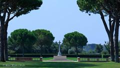 Minturno War Cemetery (Michele Monteleone) Tags: michelemonteleone45 2019 canon 5dmarkiii 7dmarkii warcwmwtry cimiteromilitare minturno cielo terra prato albero