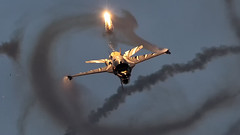 Vador Force of the Belgian Air Force during Sanicole Sunset Airshow 2019 (PH-OTO) Tags: sanicole sunset airshow 2019 hechtelt kleine brogel air aircraft airline airlines airplane airport avgeek civil military private general aviation aviationdaily aviationgeek avporn canon eos fighter fighterjet flight fly force helicopter jet photo photography photos pilot plane planespotting sky spotting vador f16 belgian flare flares