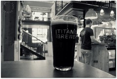 A Pint in Bod (zweiblumen) Tags: bod titanicbrewery pub bar inn tavern cafe newport shropshire england uk beer monochrome slacktide ale canoneos50d polariser zweiblumen stout