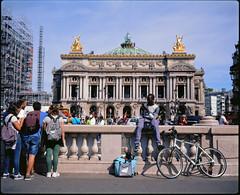 Place de l'Opéra 2.0, a summer in Paris (Plaubel Makina 67) (Guy Baylacq) Tags: street plaubel makina67 fuji velvia50 paris parispark fulltouristphoto fullframe 6by7 whynotphoto verysubtlecamera f4