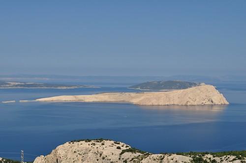 La côte croate entre Senj et Stinica avec l'île de Rab, comté de Lika-Senj, Croatie, Europe.
