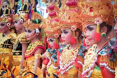 Grace and elegance of Balinese children (geolis06) Tags: geolis06 bali 2015 asie asia indonésie indonésia denpasar olympusem5 olympus balinesedance dansebalinaise cérémoniebalinaise balineseceremony balinesechild dancer balinese children portrait danse olympusm1240mmf28