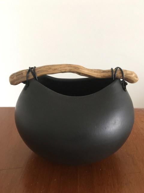 Morrison Anne 'Black squat pot'