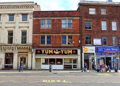 Yum Yum at Preston (Tony Worrall) Tags: preston lancs lancashire city welovethenorth nw northwest north update place location uk england visit area attraction open stream tour country item greatbritain britain english british gb capture buy stock sell sale outside outdoors caught photo shoot shot picture captured ilobsterit instragram photosofpreston architecture building urban grim lancasterroad fastfood streetfood shops foodie eat road