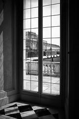 Reggia_Venaria_BN_03 (serdor) Tags: reggia venaria torino piemonte italia finestra controluce leicam leica 240 typ240 bianconero blackandwhite digitale summilux 35mm 35