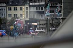 Die Krake (Markus Holsträter) Tags: nikon d3300 deutschland hamm kirmes stunikenmarkt 2019 krake menschen fahrgeschäft karussell geschäfte flaggen personen fahnen pauluskirche häuser haus