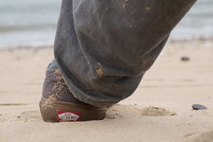 Vans Off The Wall (tamasmatusik) Tags: vans vansoffthewall offthewall shoe shoes skate beach sand portugal cruzquebrada jeans sony sonynex nex6 60mm relax milc june
