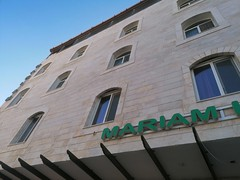 Buitenkant Mariam hotel waar we verblijven