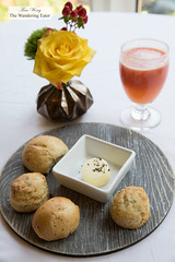 Housemade mini biscuits and rolls and fresh grapefruit juice (thewanderingeater) Tags: windsorcourthotel neworleans centralbusinessdistrict louisiana luxuryhotel luxuryboutiquehotel thegrillroom brunch jazzbrunch