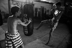 Khlong Toei - Muay Thai (grab a pic) Tags: canoneos5dmarkiv canon eos 5d bangkok bangkokmetropolitanregion thailand 2019 khlongtoei streetphotography inside gym training street people portrait boxing ring waikru waikrurammuay muaythai thaiboxing fighting combat mongkhon pajiad siamese siamesesoldiers tradition thai fight bw blackwhite boys