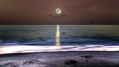 Pleine lune (Amanclos) Tags: lune pleinelune pleine moon fullmoon full moonset moonrise yellow sea seascape longexposure longueexposition longuepose le lerouet night sky astronomy astrophotography astrophotograpy astrophotrographie