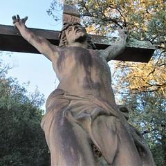 Crucifix at panorama, Beynac-et-Cazenac, France (Paul McClure DC) Tags: beynacetcazenac périgord dordogne france nouvelleaquitaine sept2019 historic sculpture
