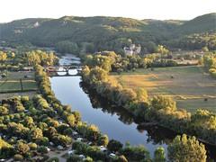 Dordogne River and Château de Castelnaud-Fayrac, Beynac-et-Cazenac, France (Paul McClure DC) Tags: beynacetcazenac périgord dordogne france nouvelleaquitaine sept2019 castle château historic architecture scenery river