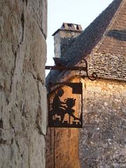 Potter's iron shop sign near the château, Beynac-et-Cazenac, France (Paul McClure DC) Tags: beynacetcazenac périgord dordogne france nouvelleaquitaine sept2019 castle château sign historic architecture