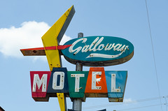 Galloway Motel (dangr.dave) Tags: tx texas downtown historic architecture gallowaymotel neon neonsign livingston polkcounty