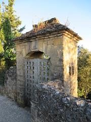 Gate on panorama path, Beynac-et-Cazenac, France (Paul McClure DC) Tags: beynacetcazenac périgord dordogne france nouvelleaquitaine sept2019 historic architecture