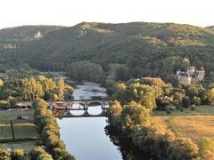 Dordogne River, rail bridge and Château de Castelnaud-Fayrac, Beynac-et-Cazenac, France (Paul McClure DC) Tags: beynacetcazenac périgord dordogne france nouvelleaquitaine sept2019 castle château historic architecture scenery river