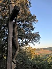 Crucifix at panorama, Beynac-et-Cazenac, France (Paul McClure DC) Tags: beynacetcazenac périgord dordogne france nouvelleaquitaine sept2019 historic scenery sculpture