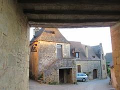 Houses near the château, Beynac-et-Cazenac, France (Paul McClure DC) Tags: beynacetcazenac périgord dordogne france nouvelleaquitaine sept2019 historic architecture