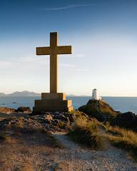 Llanddwyn Island (William Rigby) Tags: anglesey llanddwynisland ynysllanddwyn lighthouse sunset coast coastline sea irishsea caernarvonbay cross