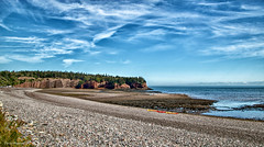 Plage avec vue sur des grottes / A beach with a view on the caves (Donald Plourde) Tags: baie fundy bay stmartins plage beach rochers caves grottes
