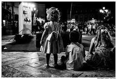 - - (Matías Brëa) Tags: calle street social documentalismo documentary noche night blancoynegro blackandwhite bnw niños children mono monochrome monocromo