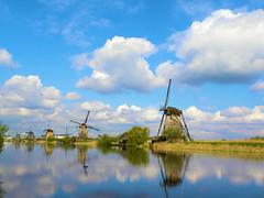 DSCN0911 (alainazer) Tags: kinderdijk nederland paysbas holland hollande moulin mulino windmill eau acqua water ciel cielo sky