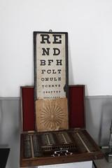 Tabla optométrica - Beja (Alentejo - Portugal) (JAPG 1100D) Tags: f95 23mm 160 iso1000 manual canon eos1100d museo farmacia hospital beja sxv gimp medicina óptica instrumental