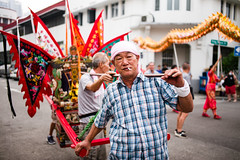The god's carrier (waex99) Tags: 2019 35mmf2asph bahru god leica m262 monkey singapore summicron temple tiong celebration people religion taoism tradition man homme taoiste taoist taoisme cigarette chinese chinois chair chaise sedan porteur rangefinder leitz telemetrique