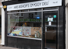 Filey - Doggy Deli (Tony McLean) Tags: ©2019tonymclean filey northyorkshire yorkshirecoast streetphotography leicam240 leica50summiluxasph