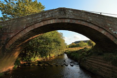 Duck Bridge, Danby (Mike.Dales) Tags: duckbridge danby steppingstones riveresk northyorkshire england northyorkmoorsnationalpark