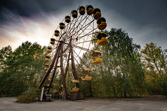 Ferris Wheel. Pripyat Amusement Park - 11/09/2019 (kevaruka) Tags: chernobyl exclusion zone 911 pripyat dodgems bumper cars bw nuclear disaster urban photography black white ga mask canon eos 5d mk3 ef 1635 f28 mk2 wide angle uwa ultra ukraine 5d3 5diii doll gas dof depth people photoadd television flickr front page kevin frost composition colour colours color colors contrast school september 2019 11092019 indoor kiev ferriswheel fair amusementpark funfair tram corridor sun sunshine sunny sunnyday duga radar dugaradar
