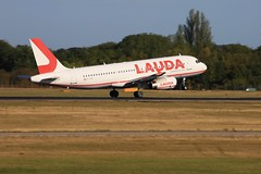 Laudamotion (Bruce82) Tags: planewatch londonstanstedairport aircraft airplane airliner jet canon passanger airbus canoneos5dmarkiii ef100400mmf4556lisiiusm aerozone a320232 oeihh lauda laudamotion