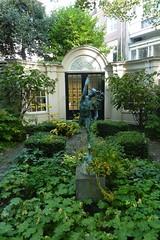 Garden of Huis Marseille (Truus, Bob & Jan too!) Tags: openmonumentendag monuments amsterdam netherlands garden huismarseille mercury mercurius statue