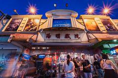 陽明戲院暫時熄燈  有七十年歷史的陽明戲院要都更拆除了,說是台北人看著他長大,不如說是他看著多少台北人長大,從我爹爹還是屁孩的年紀就來這看過,而我也在這看過一部電影,還記得是孤兒怨的樣子,如今這老戲院要改頭換面變成商場,戲院前的攤商也被迫撤離,此情此景將不在。 (默德) Tags: streetphotography 紀實攝影 madkuo snapshot 默德 streetshot streetphoto httpmadkuocom 街頭攝影 街拍 紀實 士林區 臺北市 中華民國