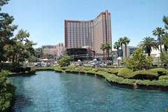 Las Vegas (Nevada) (groovysamonline) Tags: lasvegas nevada lasvegasnevada vegas hotel agua water bluesky cieloazul arbol arboles tree trees palmeras palmera palmtrees palmtree vivalasvegas