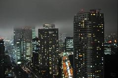 Tokyo in fog (DameBoudicca) Tags: tokyo tokio 東京 japan nippon nihon 日本 japón japon giappone hamamatsuchō 浜松町 worldtradecenter 世界貿易センタービル night natt nacht notte nuit noche 夜 fog dimma nebel brouillard brume niebla nebbia 霧 霞み
