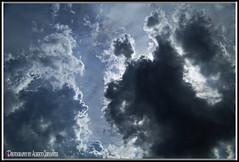SIEMPRE SALE EL SOL. THE SUN ALWAYS COMES OUT. GUAYAQUIL - ECUADOR. (ALBERTO CERVANTES PHOTOGRAPHY) Tags: thesunalwyascomes sol sun alwayscomes always comes nubes clouds sky guayaquil ecuador ecuadorguayaquil guayas gye ecuadorgye gyeecuador republicadelecuador guayaquilecuador streetphotography photography photoborder photoart art creative luz lihjt color light colores colors brillo bright brightcolors retrato portrait indoor outdoor blur reflejo reflection