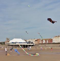 Burnham Kite Festival 2019 (Cat Thackstone) Tags: wind flying england somerset kites seaside sand beach pier burnhamonsea