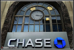 CHASE. NEW YORK CITY. (ALBERTO CERVANTES PHOTOGRAPHY) Tags: chasemanhattanbank chase manhattan usa nyc newyork bank clock reloj watch windows indoor outdoor blur cristal crystal streetphotography photography photoborder photoart creative art retrato portrait luz light color colores colors brillo bright brightcolors reflejo reflection colorlight time hours hour chasecompany company jpmorganchase jpmorgan business chasefreedom clockchase