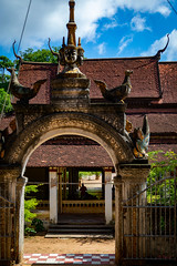 Wat Bo - Buddhist Temple (grab a pic) Tags: canoneos5dmarkiv canon eos 5d siemreap cambodia 2019 watbo buddhisttemple pagoda outdoor outside building architecture gate