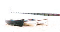 Durley Chine (IP2DUGQER6KP74NGFHLTQLS5S3) Tags: durleychine bournemouth dorset coast dorsetcoast boats highkey groyne
