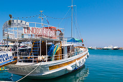 Alkmini (D-Noc) Tags: alkmini rhodes lindos boat ship greece cruiseship sea water waterfront harbor color