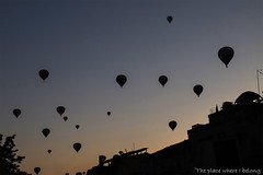 Walking on the streets of Goreme and having the hot air balloons over my head (The place where I belong) Tags: kapadokya cappadocia turkey hotairballoon göreme morning sunrise travel travelphotography canon canonphotography blogger travelblogger
