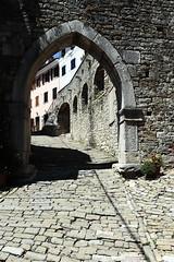 Dark accents (czerwiony Smãtk) Tags: hrvatska motovun istria stones street shadows windows europe gate canoneos6d canonef1635f4l