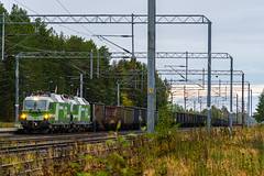 Freight train T5432 (Arttu Uusitalo) Tags: vr finnishrailways electric locomotive sr3 siemens vectron freight train iron ore t5432 sunday evening september kempele north ostrobothnia finland sony a6500
